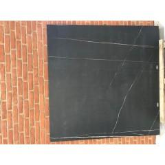 Sahara Noir Mat / 160 x 160 cm